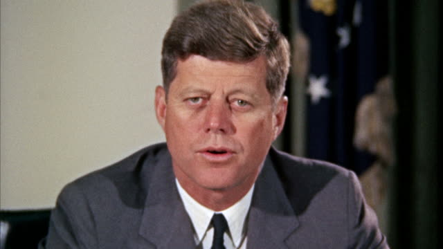 stockvideo's en b-roll-footage met ms zi zo jfk john fitzgerald kennedy sitting at desk and speaking / washington d.c., united states - toespraak