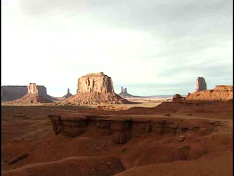 ms, john ford's point, monument valley navajo tribal park, arizona, usa - monument valley stock-videos und b-roll-filmmaterial
