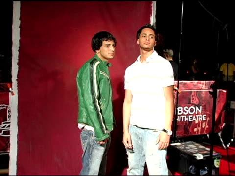 vidéos et rushes de john gotti jr and frank gotti at the 2005 teen choice awards exclusive onsite portrait studio at the universal amphitheatre in universal city... - exclusivité