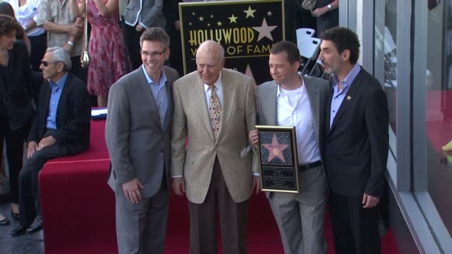 john henson carl reiner jon cryer chuck lorre at the jon cryer honored with star on the hollywood walk of fame at hollywood ca - jon cryer video video stock e b–roll