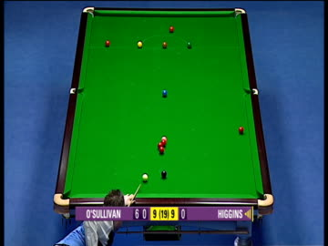 john higgins comes to table 60 points behind in deciding frame, he drops red into middle pocket absolutely dead weight to begin what would be match... - キューボール点の映像素材/bロール