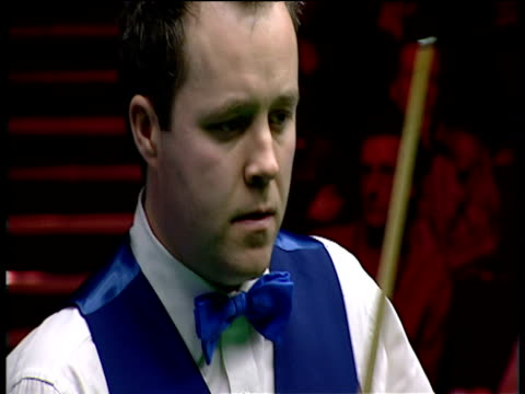 john higgins plays brave double to pot red into middle pocket and continue his match winning break in deciding frame the masters final wembley... - pool cue sport stock videos & royalty-free footage