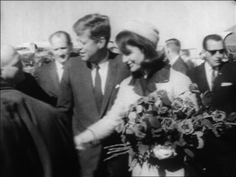 vídeos de stock e filmes b-roll de john jacqueline kennedy shaking hands with people at dallas airport / newsreel - 1963