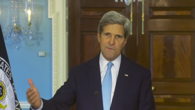 vídeos de stock e filmes b-roll de john kerry talks about response to alleged use of chemical weapons by the syrian government. mentions treaties and regional security and danger that... - arma de destruição em massa