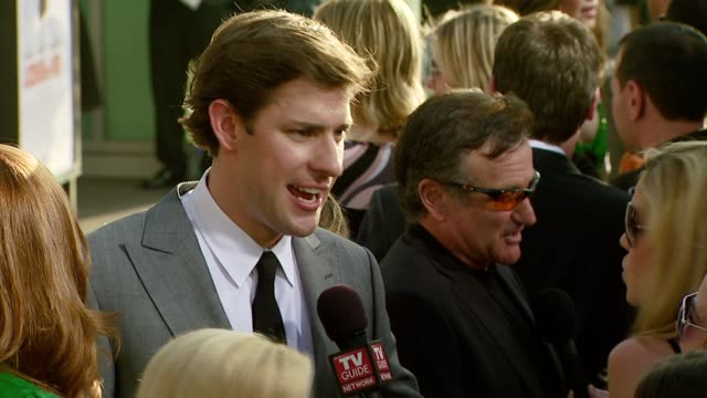 john krasinski and robin williams at the 'license to wed' premiere at the cinerama dome at arclight cinemas in hollywood california on june 25 2007 - john krasinski stock videos and b-roll footage