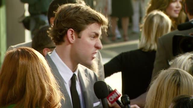 john krasinski at the 'license to wed' premiere at the cinerama dome at arclight cinemas in hollywood california on june 25 2007 - john krasinski video stock e b–roll