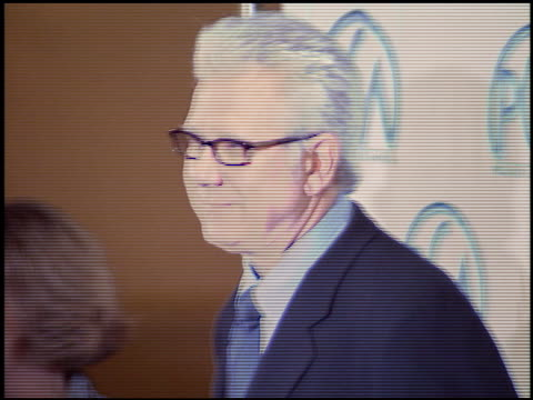 stockvideo's en b-roll-footage met john larroquette at the 2004 producers guild of america awards at the century plaza hotel in century city california on january 17 2004 - producers guild of america