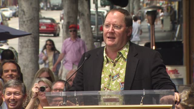 vídeos y material grabado en eventos de stock de john lasseter at the randy newman honored with a star on the hollywood walk of fame at hollywood ca. - randy newman