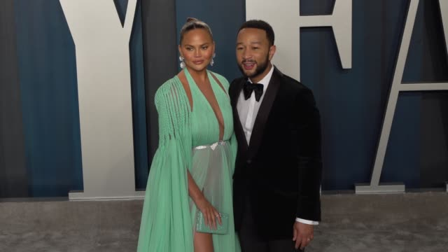 vídeos de stock, filmes e b-roll de john legend and chrissy teigen at vanity fair oscar party at wallis annenberg center for the performing arts on february 09 2020 in beverly hills... - vanity fair oscar party