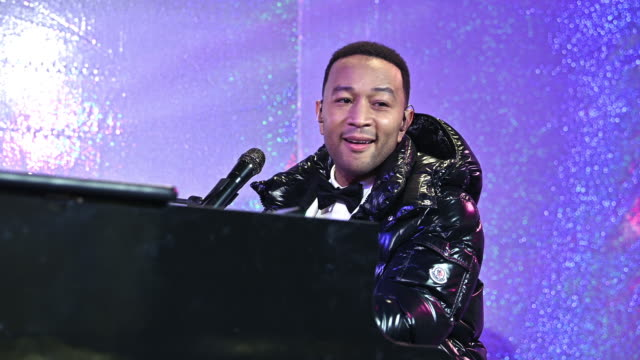 performance john legend at bloomingdale's unveils holiday windows with special performance by john legend at bloomingdale's 59th street store on... - bloomingdales stock videos & royalty-free footage