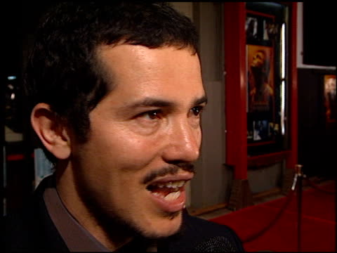 john leguizamo at the premiere of 'the beach' at grauman's chinese theatre in hollywood, california on february 2, 2000. - マン・シアターズ点の映像素材/bロール
