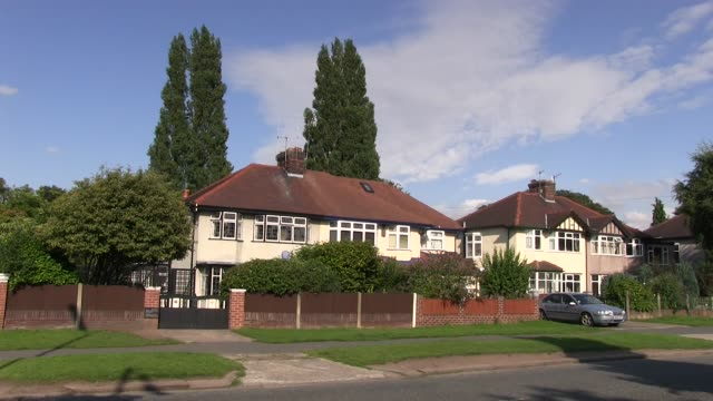 john lennon house 251 menlove ave liverpool where he lived 17 years from 5 to 22 years old shot on august 2013 - gesellschaftsgeschichte stock-videos und b-roll-filmmaterial