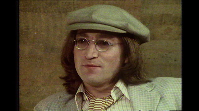 stockvideo's en b-roll-footage met john lennon speaking in 1975 about whether he regrets writing the song 'how do you sleep' - verwijten