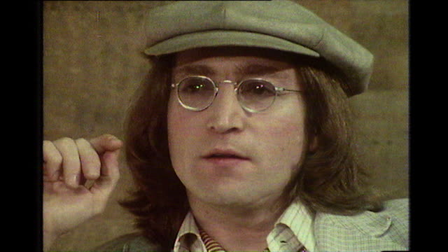 "vídeos y material grabado en eventos de stock de john lennon, speaking in 1975, gives his thoughts on how a beatles reunion would work in the future: ""everybody always envisaged 'the stage... - estudio de grabación"