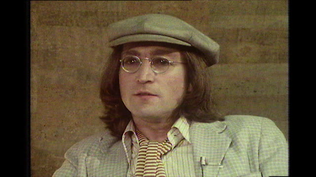 john lennon, speaking in 1975, on working on 'across the universe' with david bowie and writing the song, 'fame'. - anno 1975 video stock e b–roll