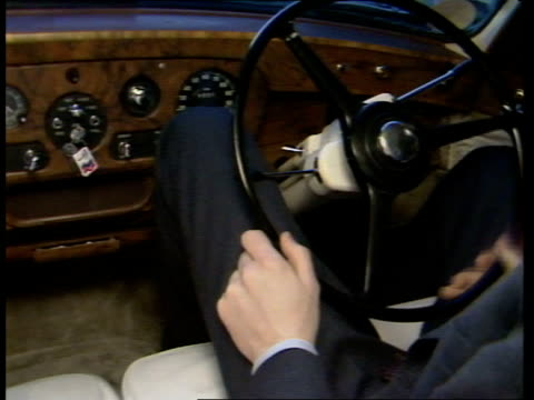 vídeos de stock, filmes e b-roll de john lennon's rolls royce england london ms white rolls royce towards and rl up carbusy road and away tcms steering wheel turned bv smoked glass... - rolls royce