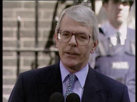 john major announces to press that he is to step down as leader of conservative party following labour party election victory london 02 may 97 - ジョン メイジャー点の映像素材/bロール