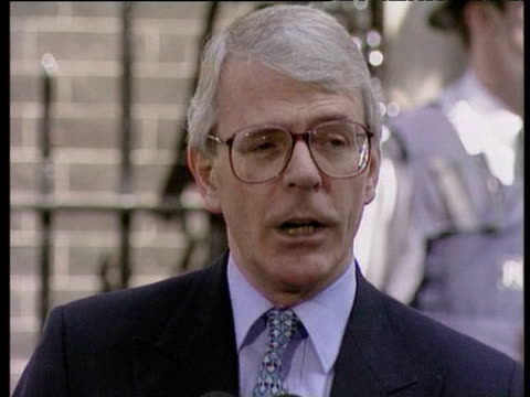 john major makes speech congratulating tony blair outside no10 downing street after labour party election victory london 02 may 1997 - john major stock-videos und b-roll-filmmaterial