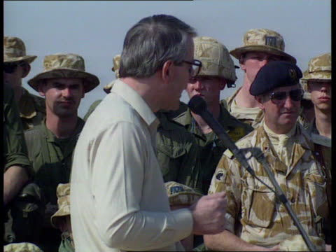 vidéos et rushes de john major speaking to desert rats; d)nao: saudi arabia: pm john major along in challenger tank; major addressing desert rats ; major seated inside... - prime minister