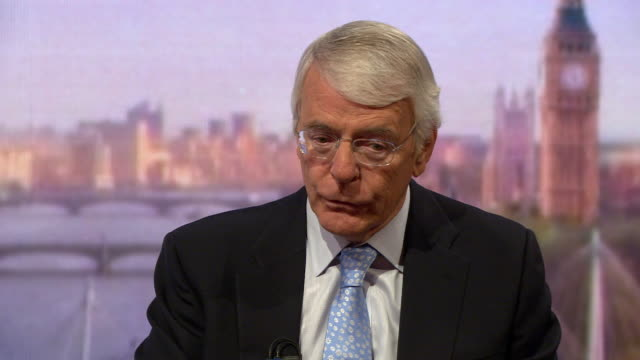 john major talking about the difficulties in striking up trade deals after a no deal brexit - 国民投票点の映像素材/bロール