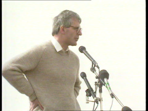 john major visits troops kuwait john major along and shakes british army officers poses next tank chats soldiers speech major thanks to you all... - major military rank stock videos and b-roll footage
