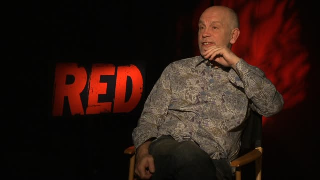 vídeos de stock e filmes b-roll de john malkovich on his character marvin boggs what he's all about on his character being paranoid yet still correct in his farfetched predictions on... - richard dreyfuss