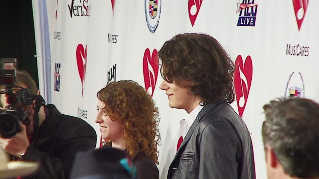 stockvideo's en b-roll-footage met john mayer at the musicares person of the year at la convention center in los angeles california on february 9 2007 - los angeles convention center
