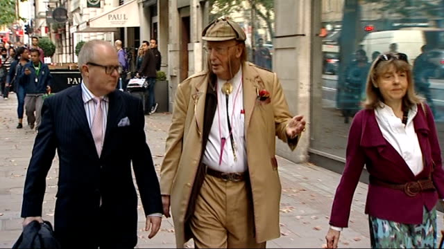 stockvideo's en b-roll-footage met john mccririck appears at employment tribunal london john mccririck along street with others and posing for photocall - john mccririck