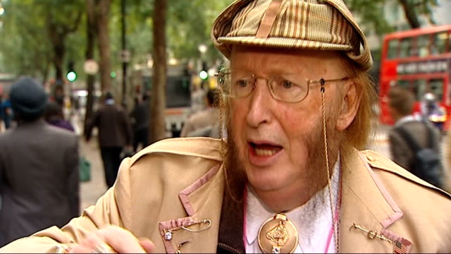 stockvideo's en b-roll-footage met john mccririck appears at employment tribunal london mccririck interview sot they say it was lessening my credibility with the public that's not true - john mccririck