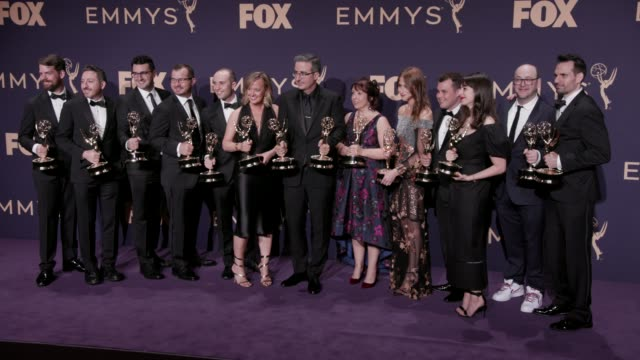 vídeos y material grabado en eventos de stock de john oliver and the crew of last week tonight with john oliver at the 71st emmy awards - press room at microsoft theater on september 22, 2019 in los... - premio emmy anual primetime