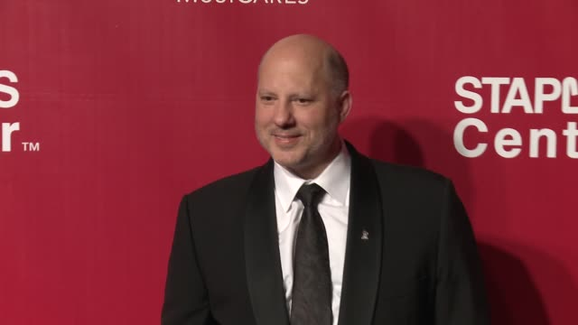 john poppo at the 2016 musicares person of the year honoring lionel richie at los angeles convention center on february 13, 2016 in los angeles,... - ライオネル・リッチー点の映像素材/bロール