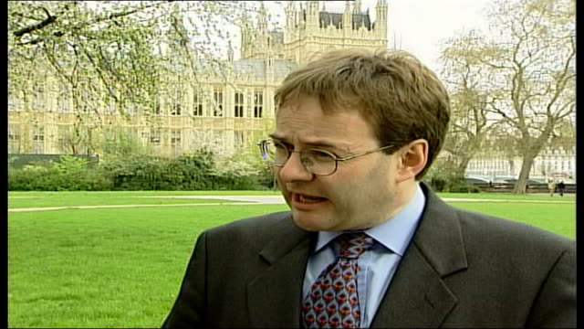 vídeos de stock e filmes b-roll de john prescott admits affair; london: westminster: ext quentin letts interview sot - there have been unprintable rumours about john prescott in the... - hampshire