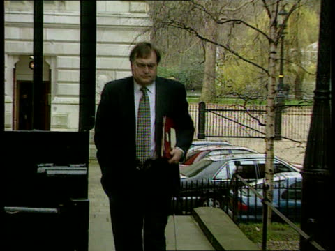 john prescott cleared over donation claims controversy lib london downing street ext deputy pm john prescott mp along - john prescott politiker stock-videos und b-roll-filmmaterial