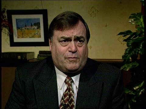 john prescott mp interviewed sot don't mind people coming in with proper experience i think he's just got the wrong kind of experience - ジョン プレスコット点の映像素材/bロール
