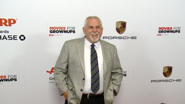 vídeos de stock, filmes e b-roll de john ratzenberger at the 14th annual movies for grownups awards gala at the beverly wilshire four seasons hotel on february 02 2015 in beverly hills... - four seasons hotel