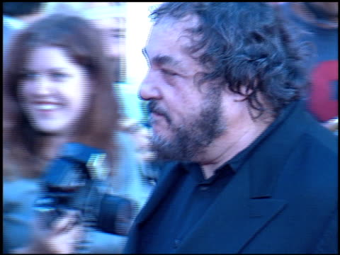 john rhys davies at the 'rush hour 2' premiere at grauman's chinese theatre in hollywood, california on july 26, 2001. - ラッシュアワー 2点の映像素材/bロール
