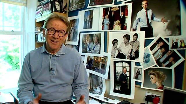 john swannell discusses how photographs of the queen have changed over 60 years; swannell interview sot - talks of lichfield being part of the family... - スタッフォードシャー リッチフィールド点の映像素材/bロール
