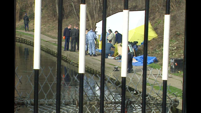 Police fear he may have killed more women T13040407 Originally February 2001 ENGLAND London Camden Regents Canal EXT Shots of police officers on...