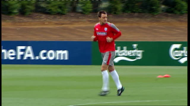 john terry will remain england captain despite racial abuse allegations t22031143 orig from 522010 cobham training ground ext john terry signing... - コブハム点の映像素材/bロール