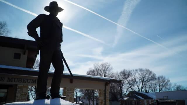 john wayne statue outside the john wayne museum in iowa - iowa stock videos & royalty-free footage