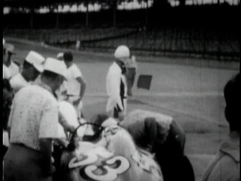 johnnie parsons practicing laps at indianapolis motor speedway / indianapolis, indiana, usa / audio - stabilimento sportivo video stock e b–roll