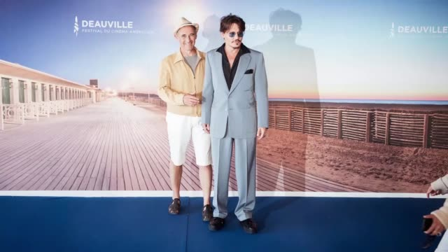 johnny depp and mark rylance pose at the photocall for waiting for the barbarians during the 45th deauville american film festival on september 08... - ジョニー・デップ点の映像素材/bロール