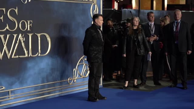 slomo johnny depp at 'fantastic beasts the crimes of grindelwald' uk premiere on november 13 2018 in london england - premiere stock-videos und b-roll-filmmaterial