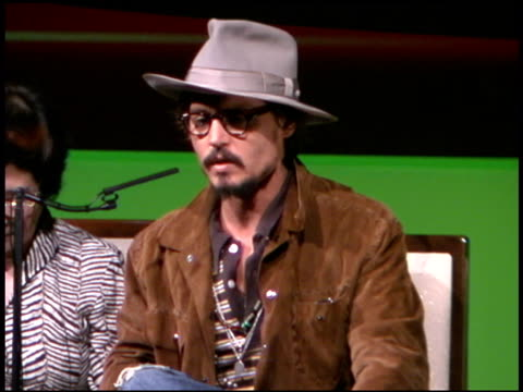 johnny depp at the 'charlie and the chocolate factory' tokyo press conference at the imperial hotel in tokyo on september 4 2005 - ジョニー・デップ点の映像素材/bロール