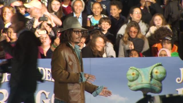 vídeos de stock, filmes e b-roll de johnny depp at the 'rango' premiere at westwood ca - westwood