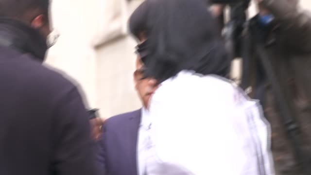 press and fans outside court *no audio until about half way through as incoming* england london royal courts of justice ext fan outside court with... - johnny depp stock videos & royalty-free footage
