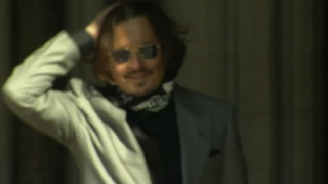 amber heard delivers statement outside high court england london royal courts of justice ext johnny depp along to court and waving to fans - news not politics stock videos & royalty-free footage