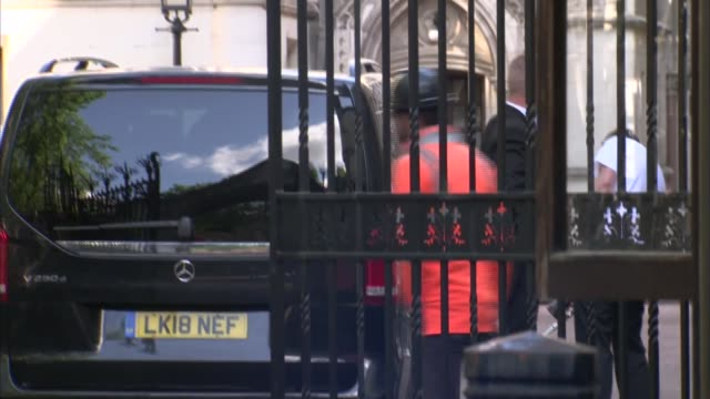 johnny depp and amber heard court arrivals england london the strand royal courts of justice johnny depp out of car and along past press and stopping... - looking up stock videos & royalty-free footage