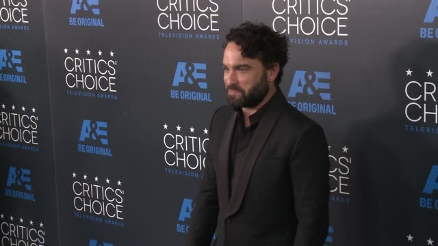 johnny galecki at the 2015 critics' choice television awards at the beverly hilton hotel on may 31, 2015 in beverly hills, california. - 放送テレビ批評家協会賞点の映像素材/bロール