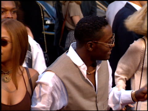 stockvideo's en b-roll-footage met johnny gill at the 'beverly hills cop 3' premiere at grauman's chinese theatre in hollywood california on may 22 1994 - 1994